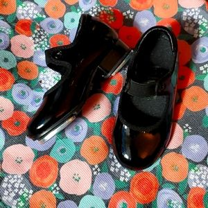 Little girls tap shoes size m.
